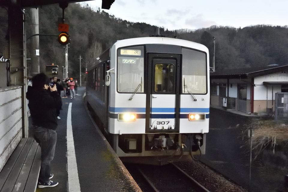 【06:37】下り列車