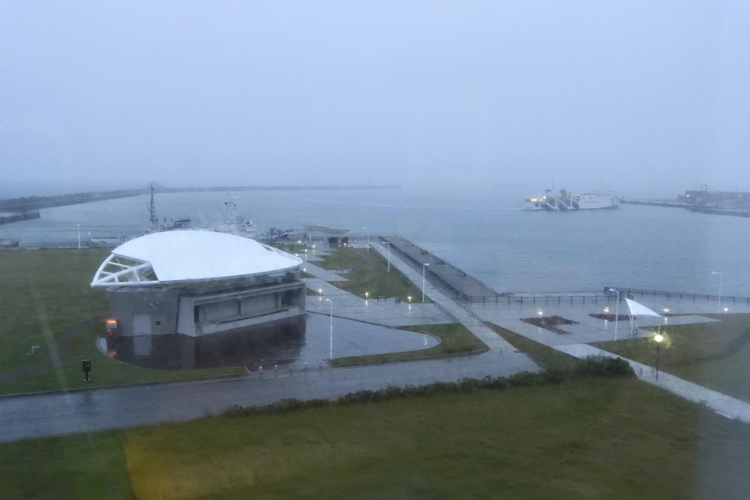 雨の稚内港